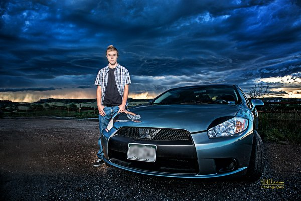senior-portrait-car-evening